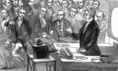 Une conférence à l'Institut Royal de Londres utilisant déjà des images-écrans (gravure de 1860, avec Michael Faraday).